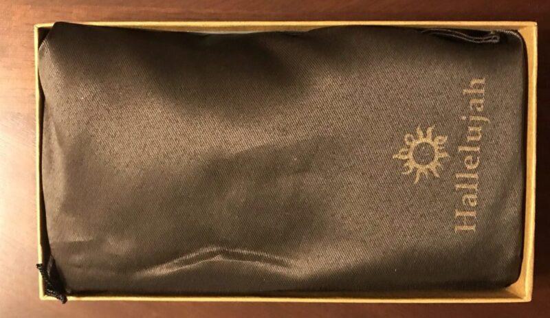 Hallelujah(ハレルヤ)のラウンド長財布が入れてある巾着